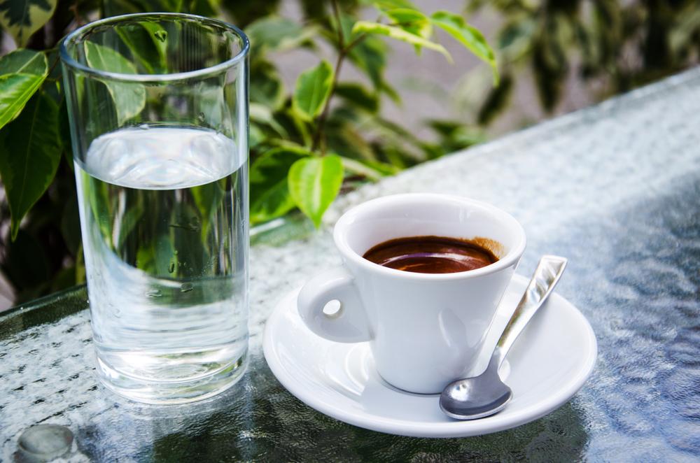 вода и кофе