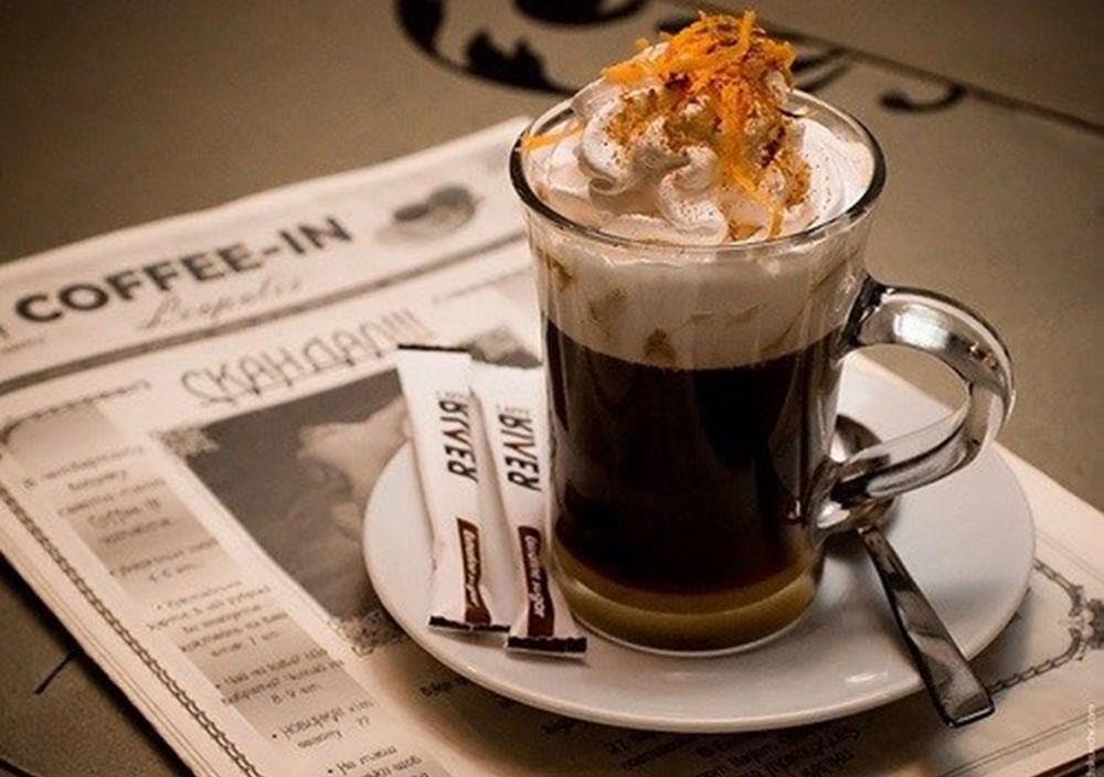 глясе в кафе