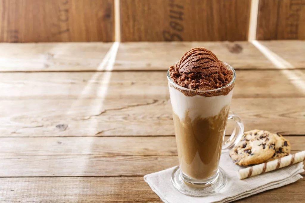 глясе с шоколадным мороженым