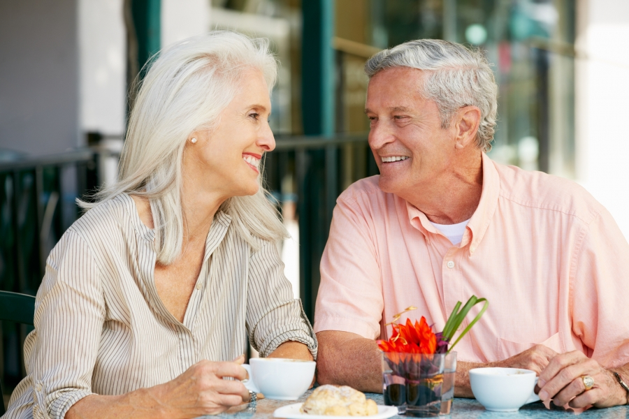 Фотки женщина средних лет пригласила парня спермы смотреть
